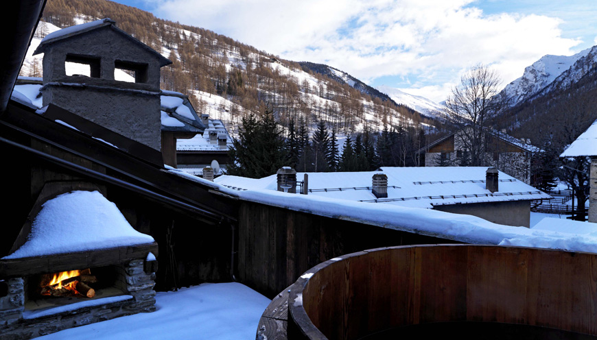 Last minute offer booking italian alps sestriere chalet family hotel